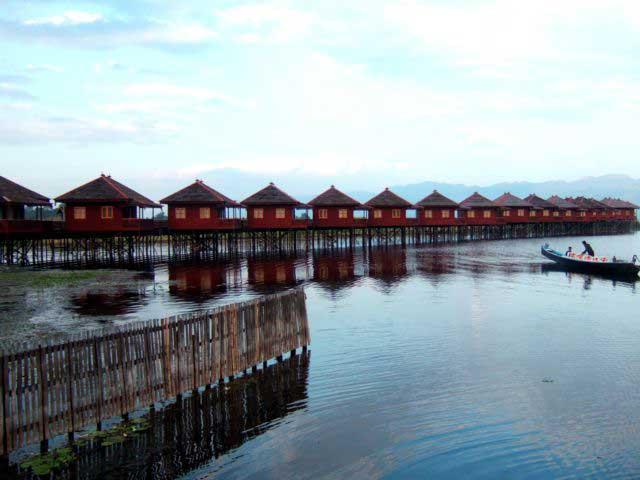 Inle Lake of the world balancing masters