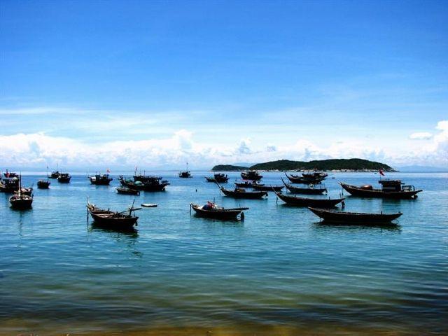 BOAT TRIP TO CU LAO CHAM